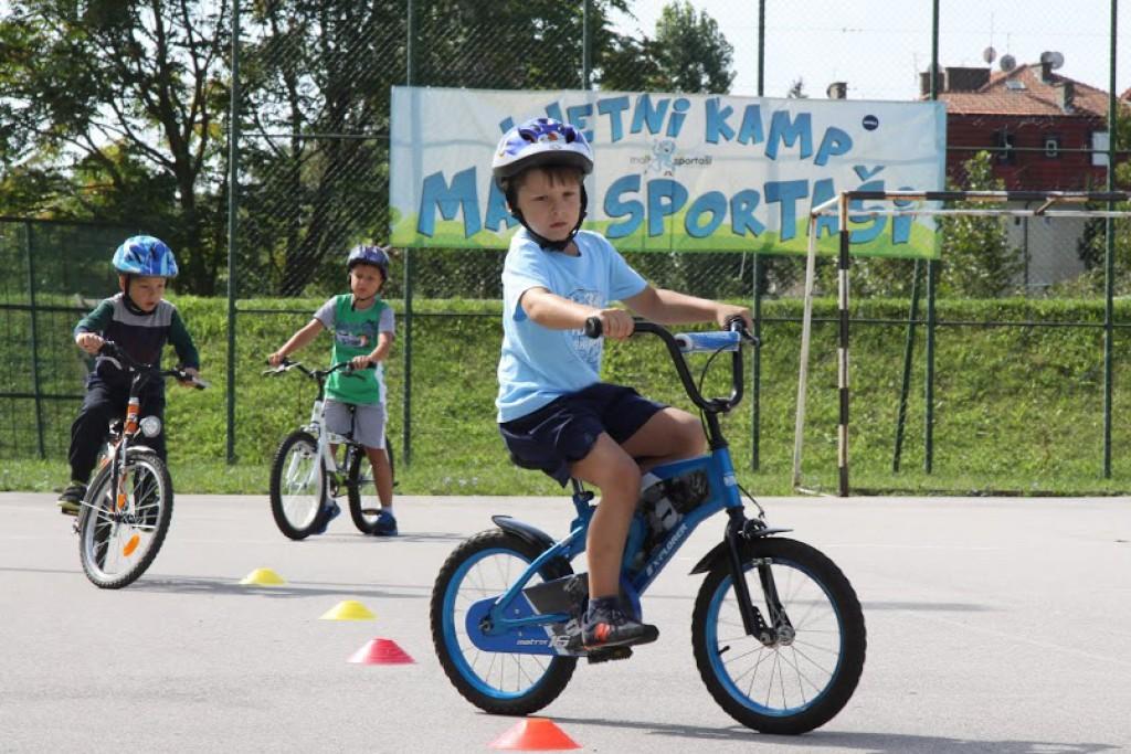 Mali biciklisti i zanimljivi poligoni