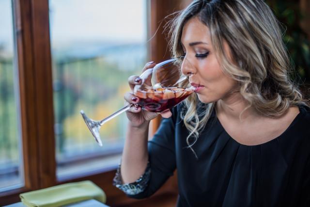Црвеното вино ја зголемува плодноста
