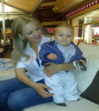 Арман Абаџиќ со мама