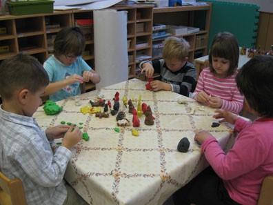Učenje o živalih med igro z plastelinom