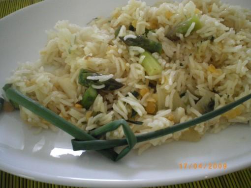 špargljeva rižota z lečo