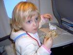 Na letalu z otrokom (2)