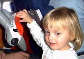 Na letalu z otrokom (4)
