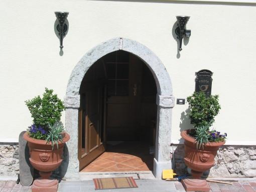 Ornamenti pri vhodih hiše