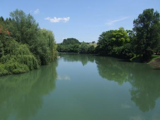 Pogled na mirno reko Krko