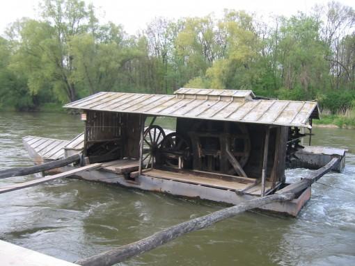 Plavajoči mlin
