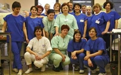 Strokovno in predano medicinsko osebje na EINT
