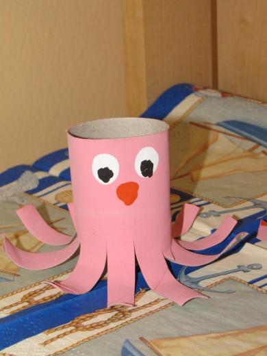 Slika 2: Hobotnica iz toaletnega tulca