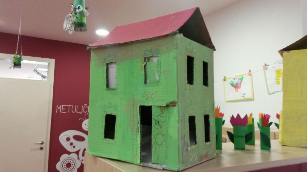 Slika 4: Hiška iz kartona
