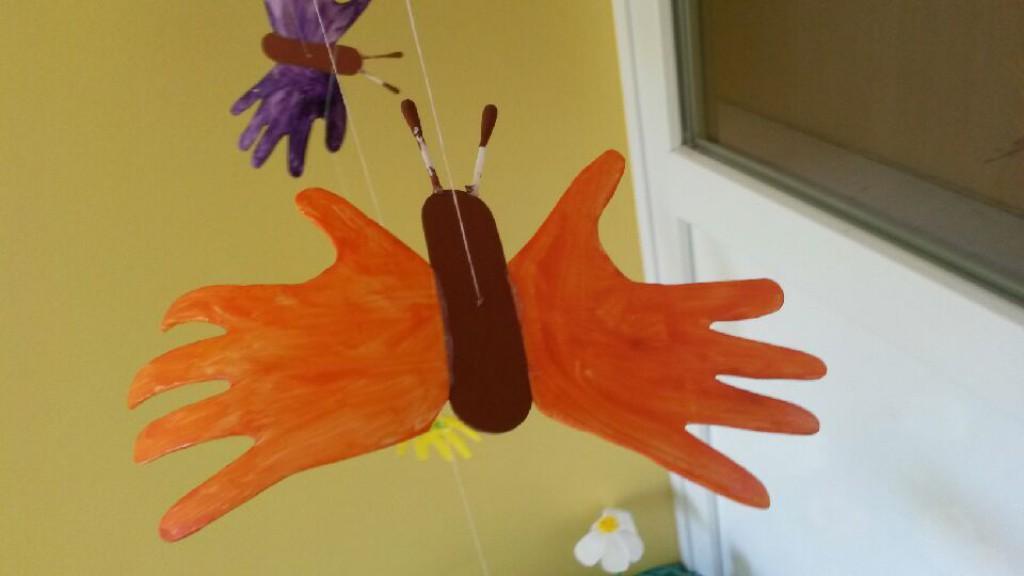 Slika 3: Metuljček iz odtisa otrokovih dlani