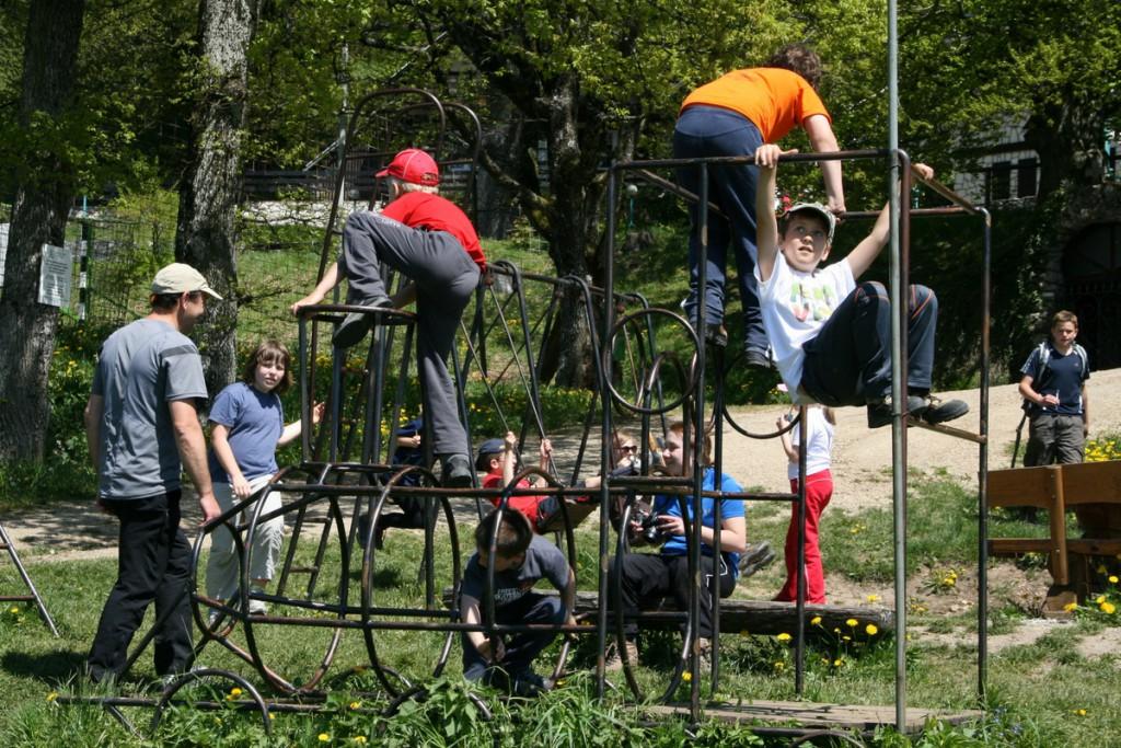 Otroška igrala so tudi v hribih. (F: Manca Čujež, PZS)