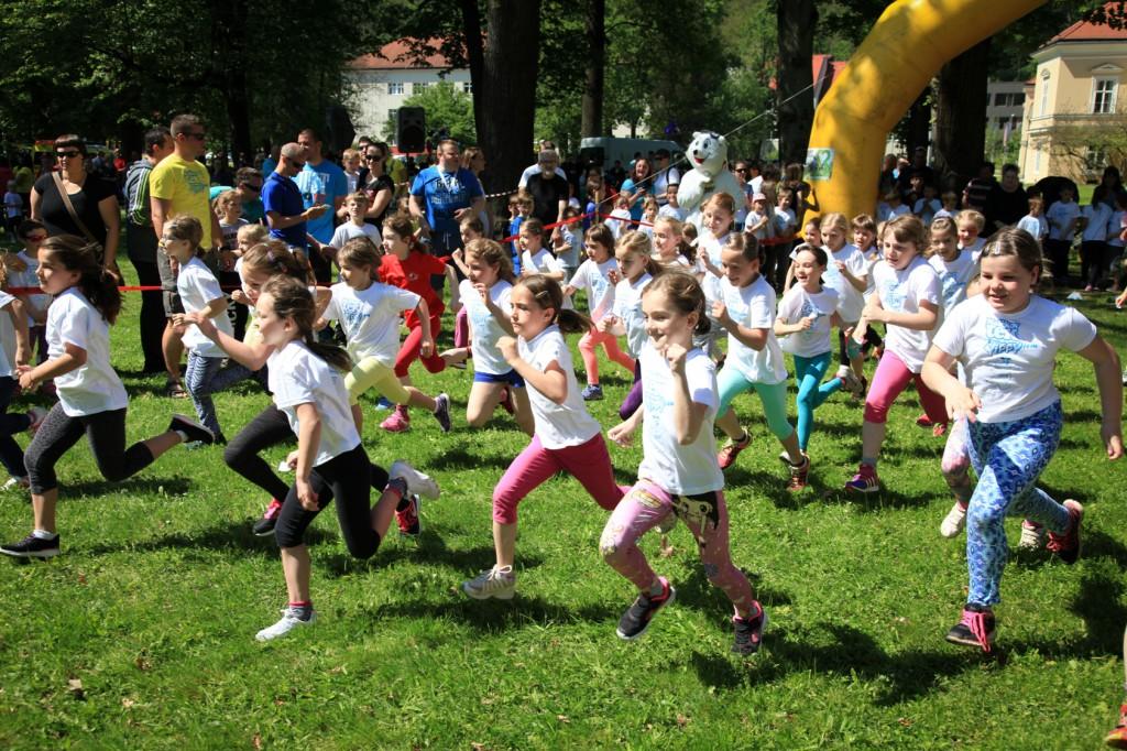 Otroci se vsako leto navdušeni udeležijo Malčkovega teka.