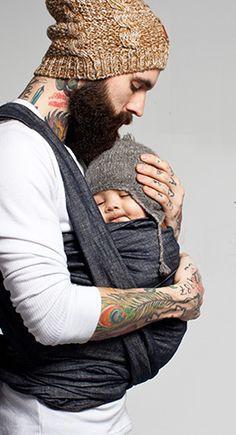 V varnem in toplem očetovem objemu
