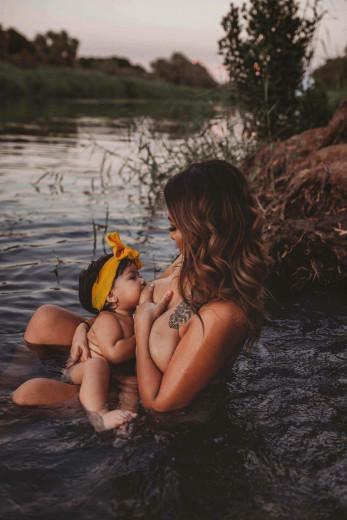 Ob dojenju se počutim svobodno in povezano s prvinskimi silami.