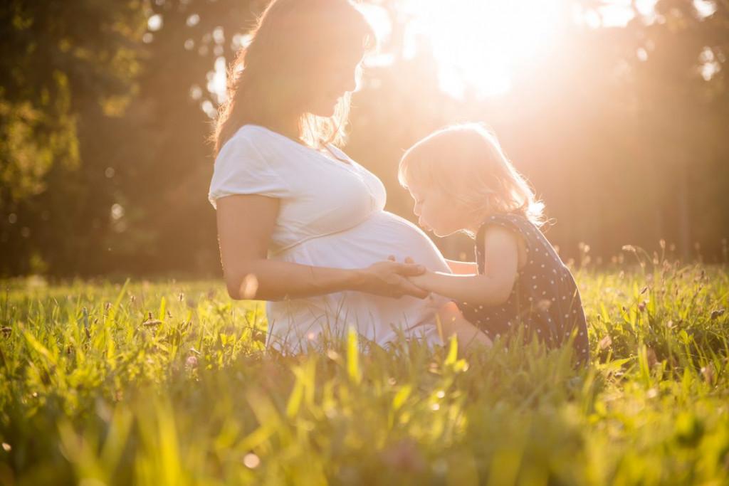 Rada te imam, dojenček v maminem trebuhu.