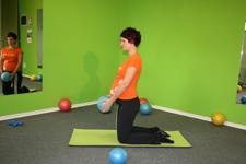 Pilates nihanje kleče - začetni položaj