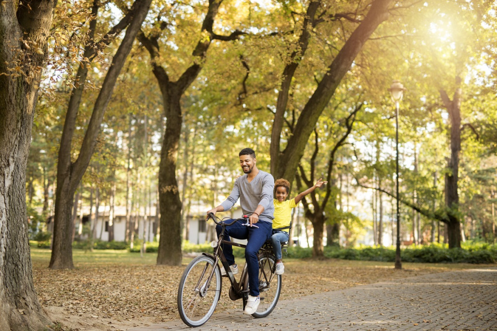 Jupi, očka je najbolj kolesarski šofer na svetu!