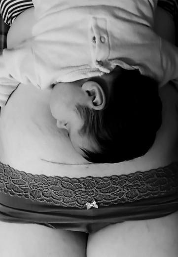Čestitamo tej materi, ker se je soočila z družbenim pritiskom mater, ki so se kmalu po rojstvu vrnile na prvotno težo. \\\\\\\\