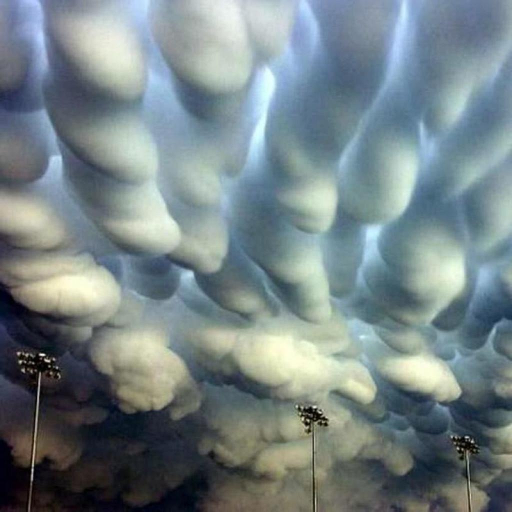 Nenavadni oblaki v Nebraski po tornadu (FOTO: ulun.site)