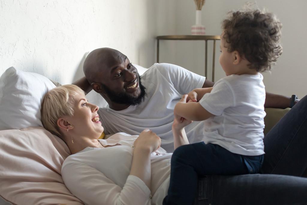 Bistvo družine je, ... ko znamo empatično in strpno živeti skupaj tudi zelo različni ljudje. (Foto: Pexels)