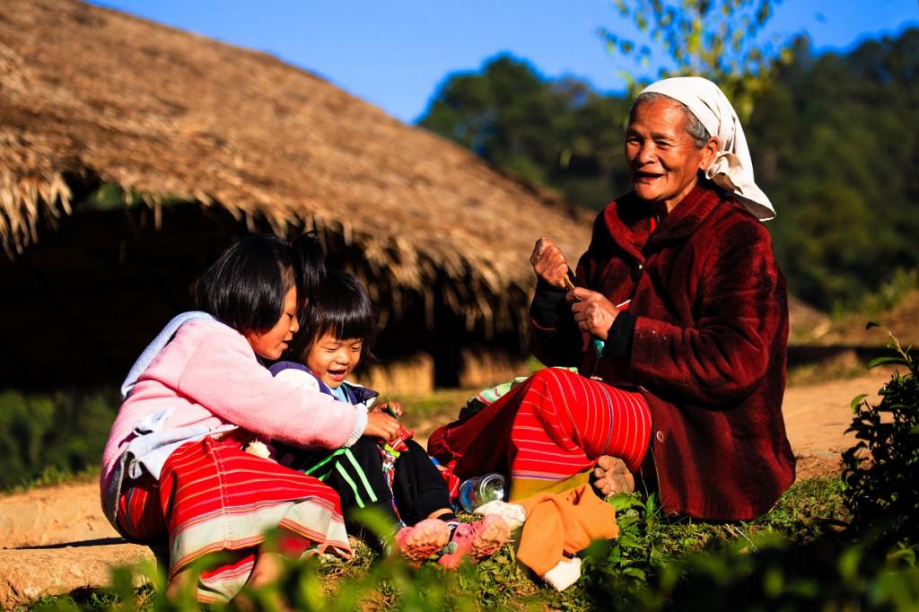 Bistvo družine je, ... da si spoštovan, vreden in ljubljen ne glede na to, koliko si star in kaj zmoreš. (Foto: Pexels)