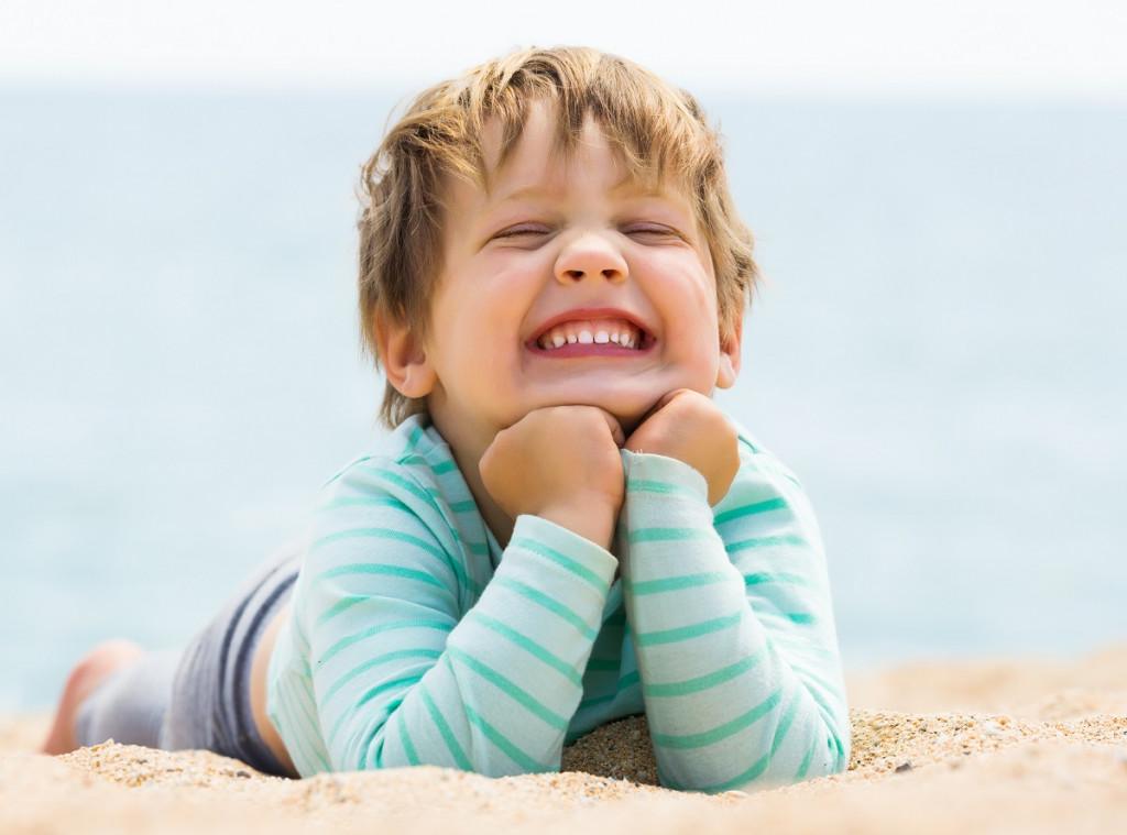 Letošnje poletje se čim več smejmo, delajmo grimase in se pačimo, saj to sprošča telo in duha. (Foto: Freepik)
