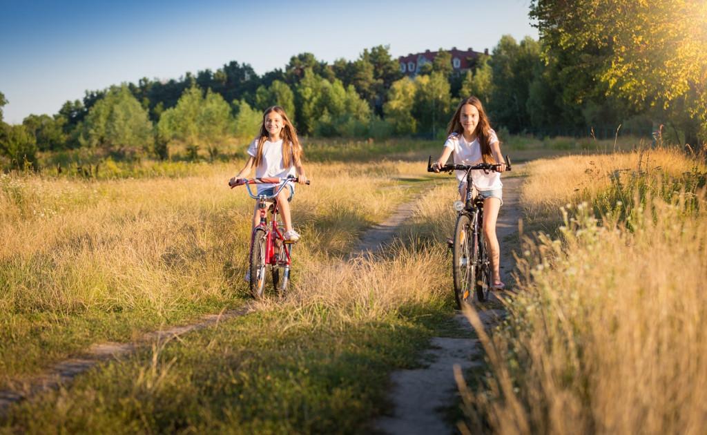 Kdaj ste se s kolesi nazadnje zapeljali po travniški poti v raziskovanje neznanega sveta? (Foto: Freepik)