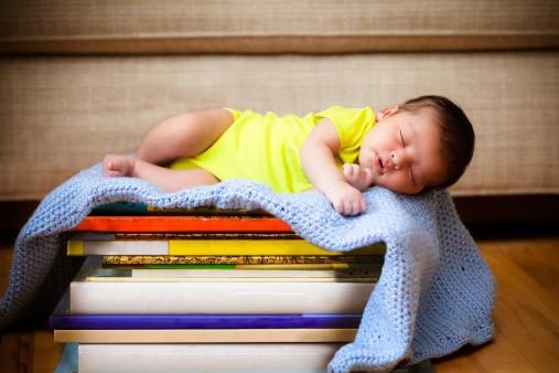 Čeprav dojenček trdo spi, še ne pomeni, da se ne zaveda okolice.