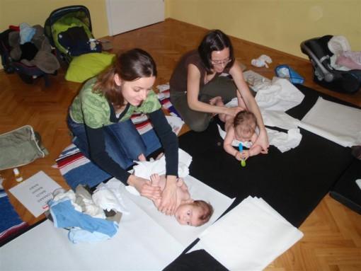Z masažo se vzpostavijo vezi med otrokom in starši