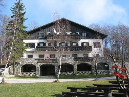 Planinski dom na Mrzlici
