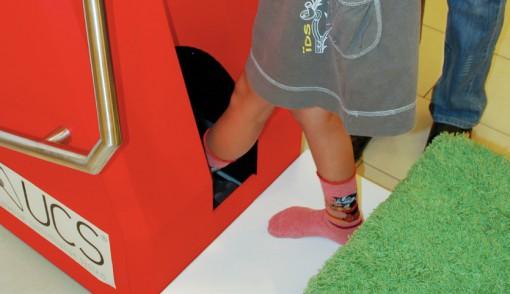 Postopek snemanja otroškega stopala.