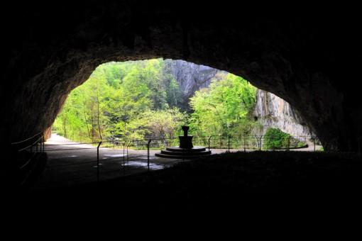 Tominčeva jama