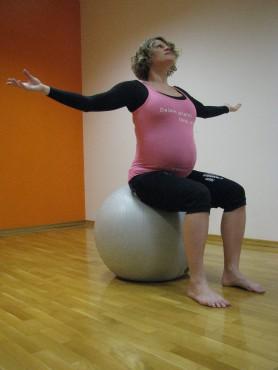 2a: Odpiranje prsnega koša sede na žogi