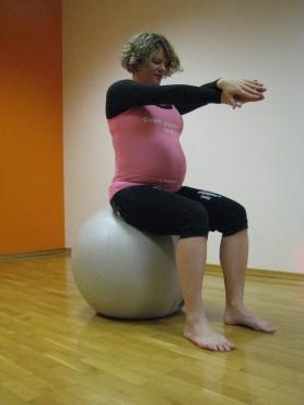 2b: Odpiranje prsnega koša sede na žogi