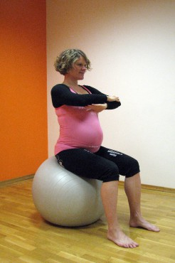 5a: Rotacija trupa sede na žogi