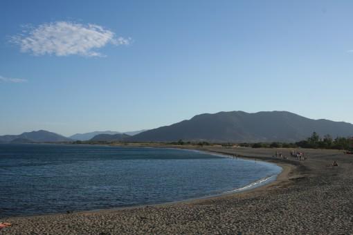 Toplo in mirno morje v Portu Corallu.