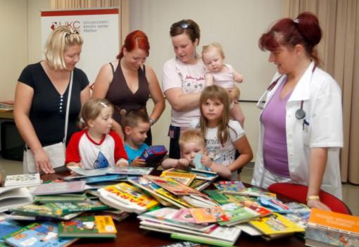 Predaja knjig bolnišnici Maribor