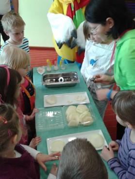 Mali kuharji ustvarjajo s kolerabo.