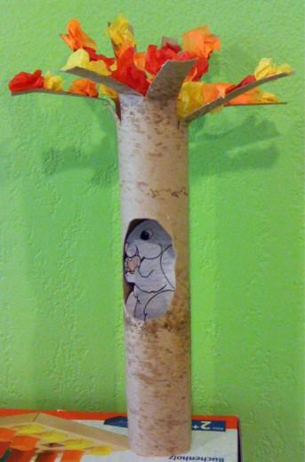 Slika 3: Drevo z veveričko