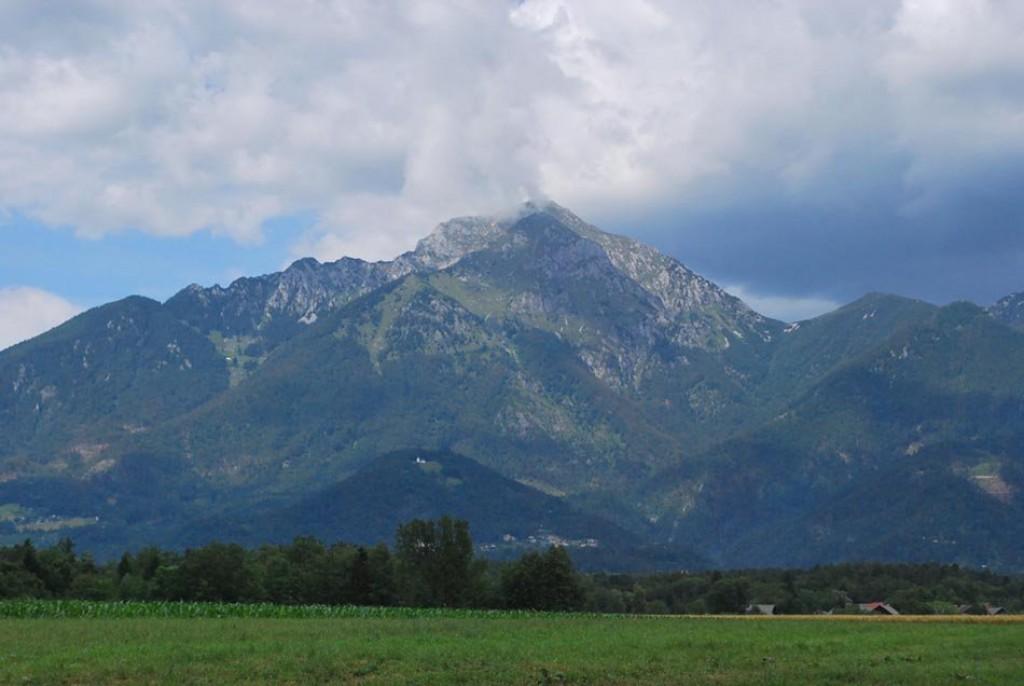 Sprehod s pogledom na gore (F: vnaravi.si)
