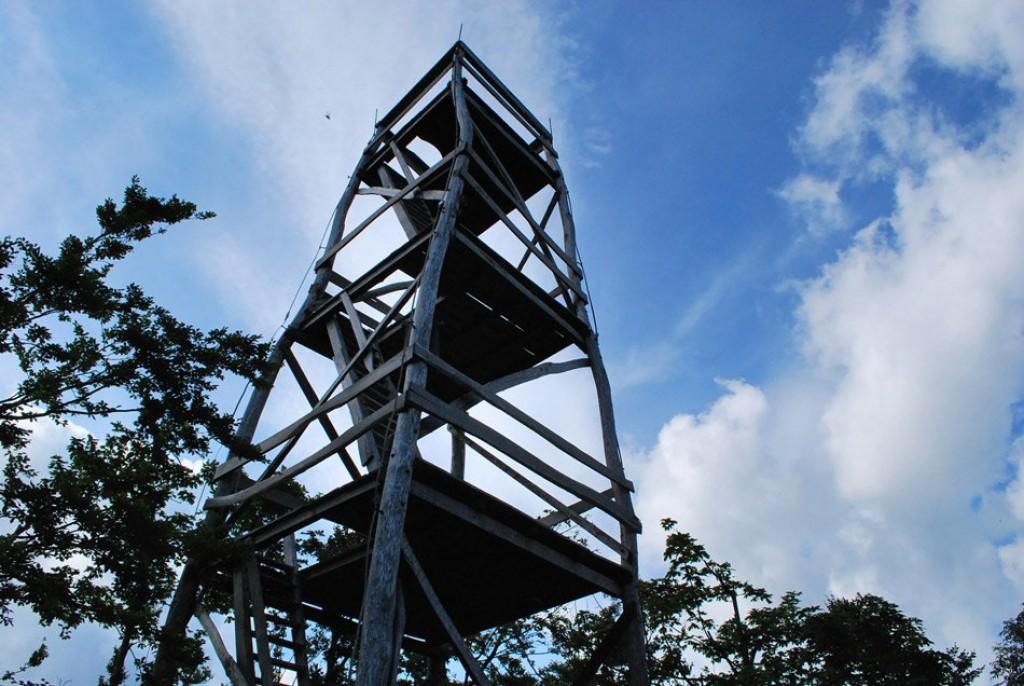 Razgledni stolp na vrhu (F: vnaravi.si)