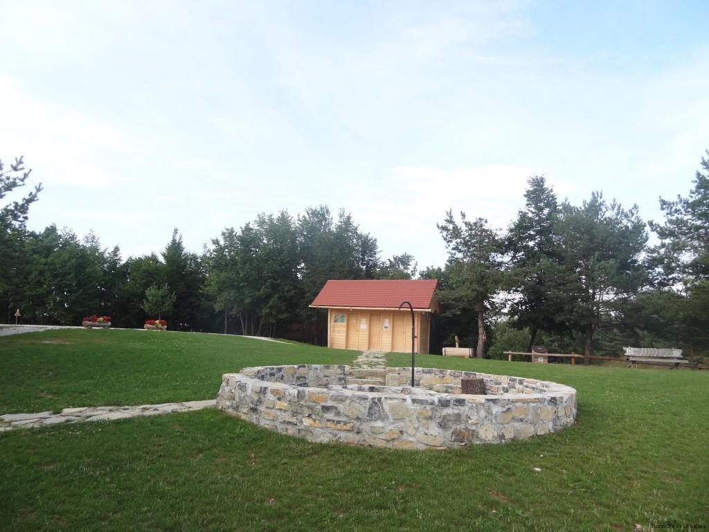 V Turistični vasi Pristava je prostor tudi za taborni ogenj.