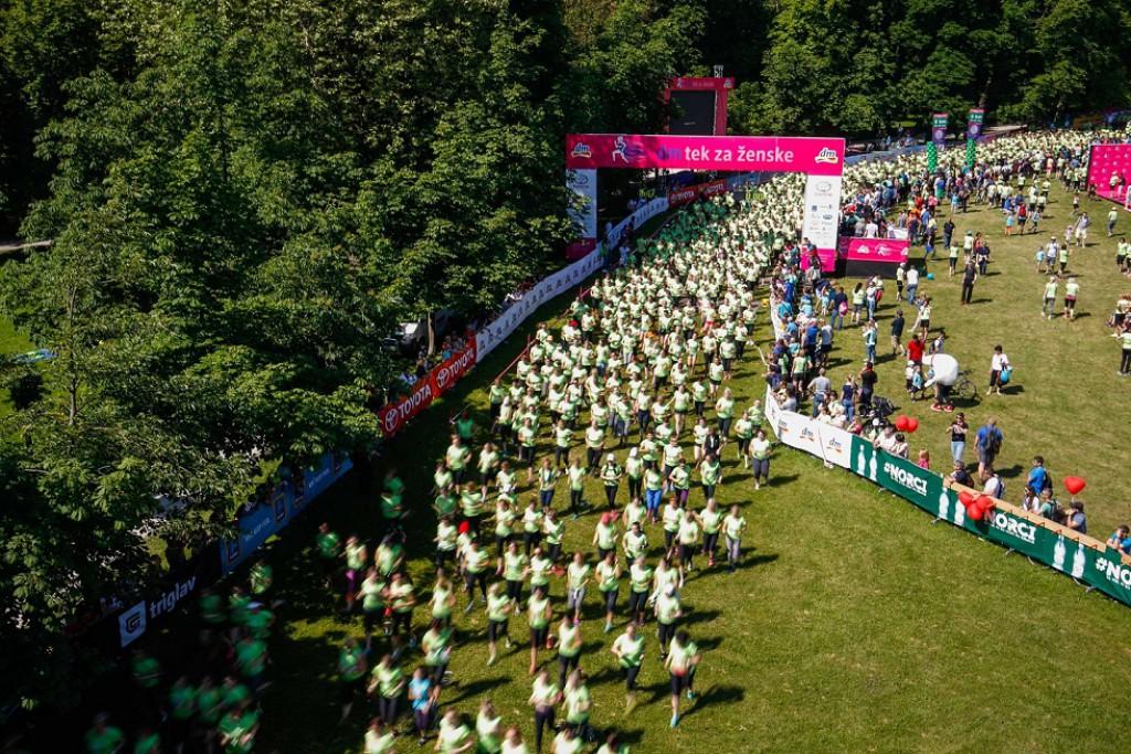 12. dm teka za ženske se je udeležilo več kot 7.500 tekačic.
