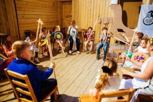 Otroci se bodo poigravali s čarovnijo barv, plesali, noreli ...