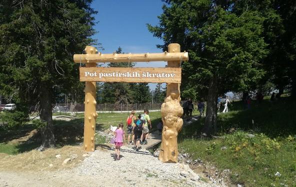Skozi Pravljični vhod boste vstopili v deželo pastirskih škratov.