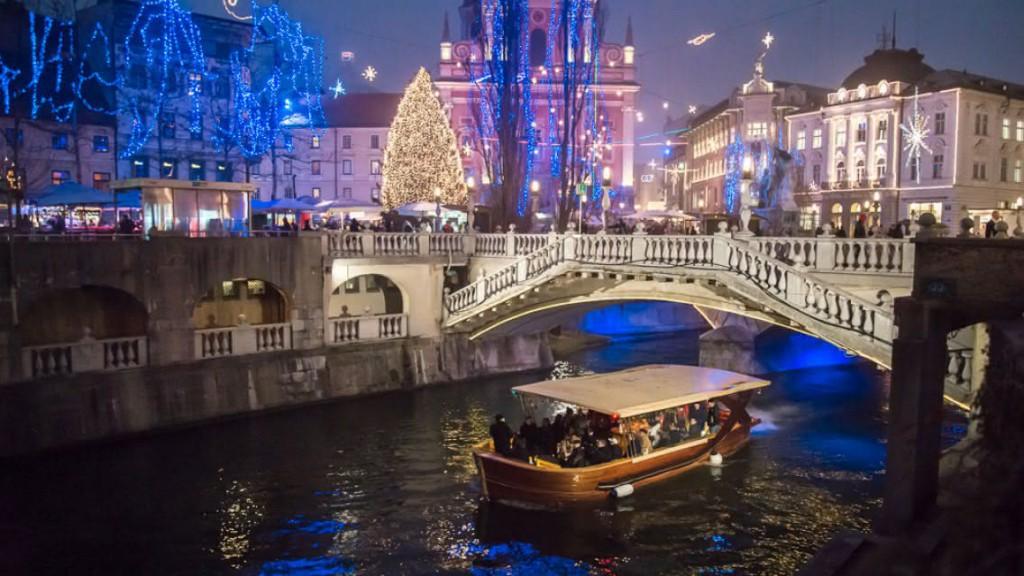 Se je vaš otrok že peljal z ladjico po Ljubljanici?