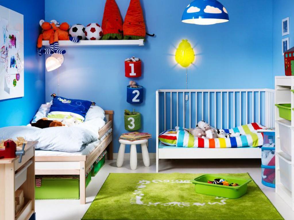 Praktična in estetska otroška soba za majhne in velike otroke