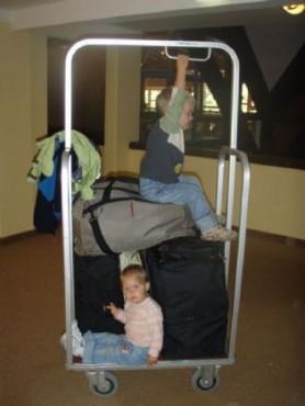 Kovčki, torbe, otroci