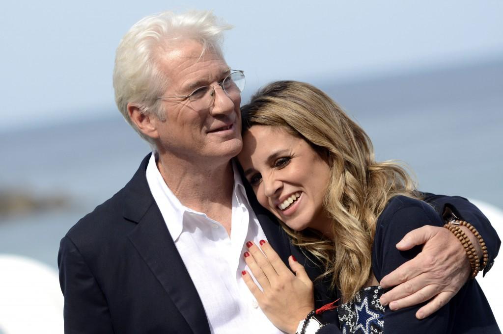 Richard s svojo novo ženo pričakuje prvega skupnega otroka.