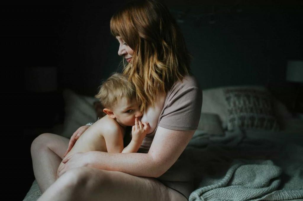 Pomembno je, da nama je pri dojenju obema udobno.